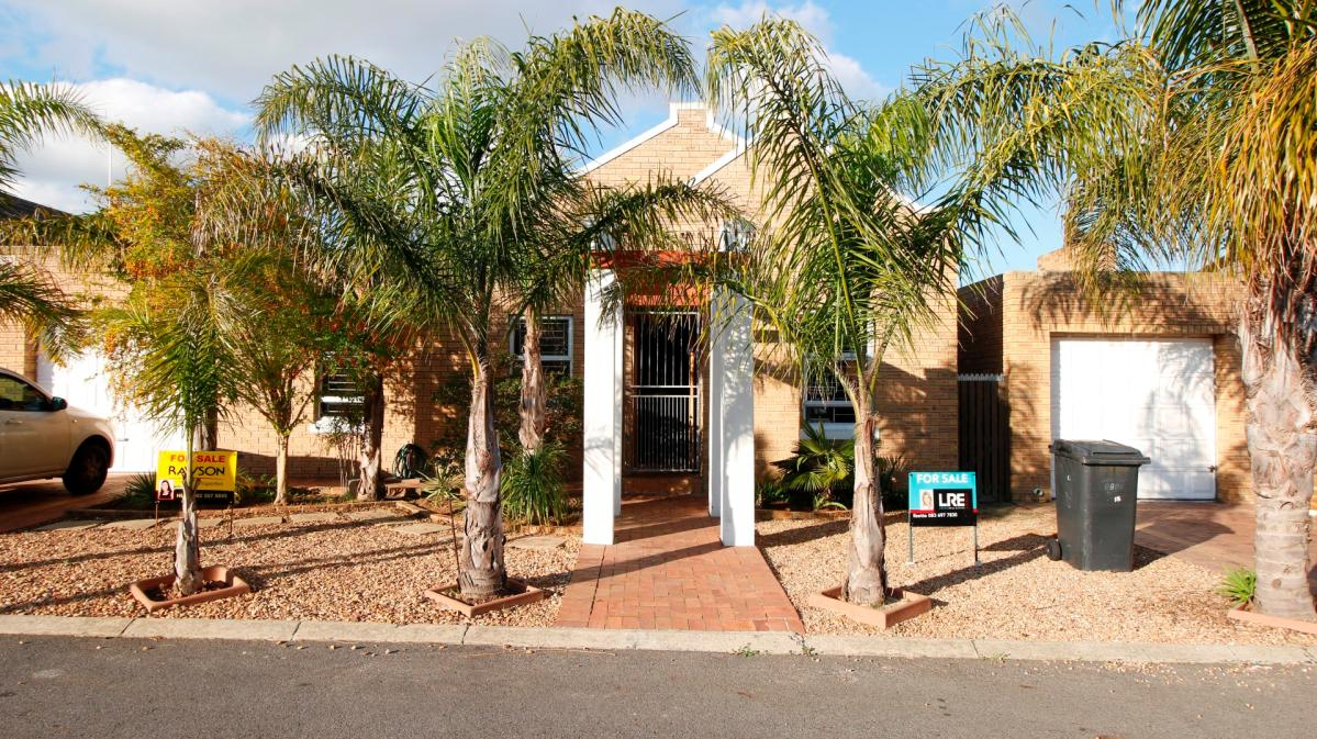 3 Bedroom townhouse for sale in Protea Heights