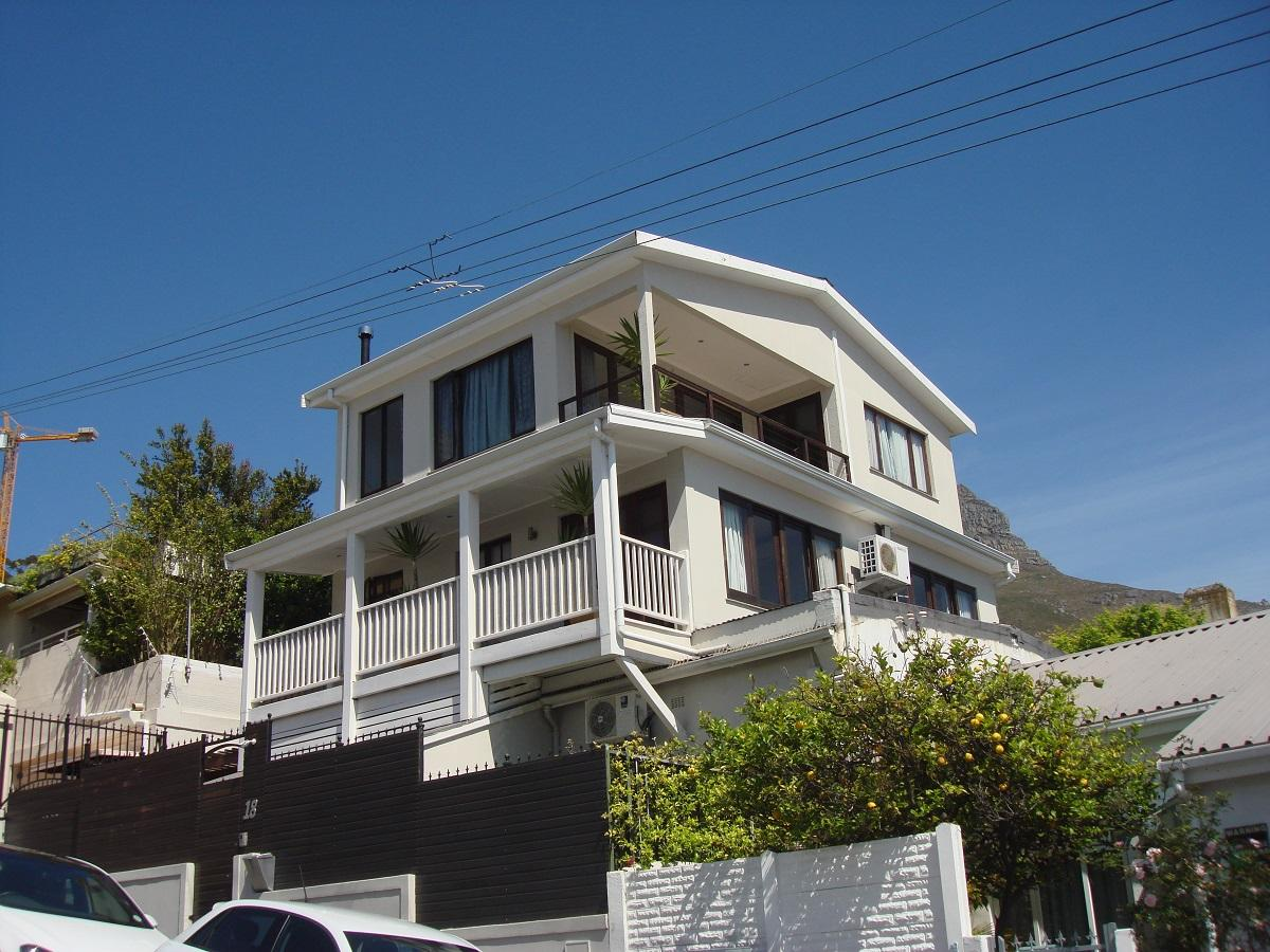 4 Bedroom house for sale in Sea Point
