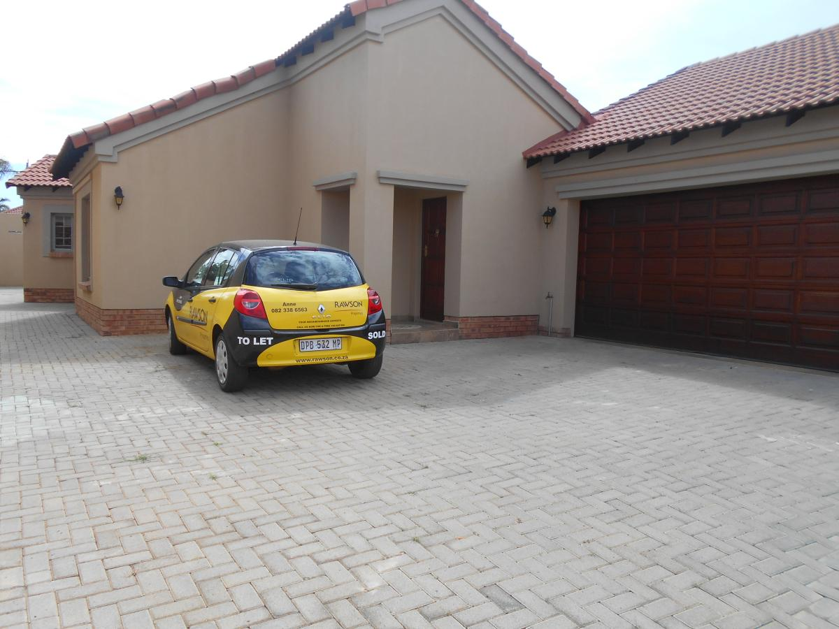 3 Bedroom townhouse - sectional for sale in Equestria