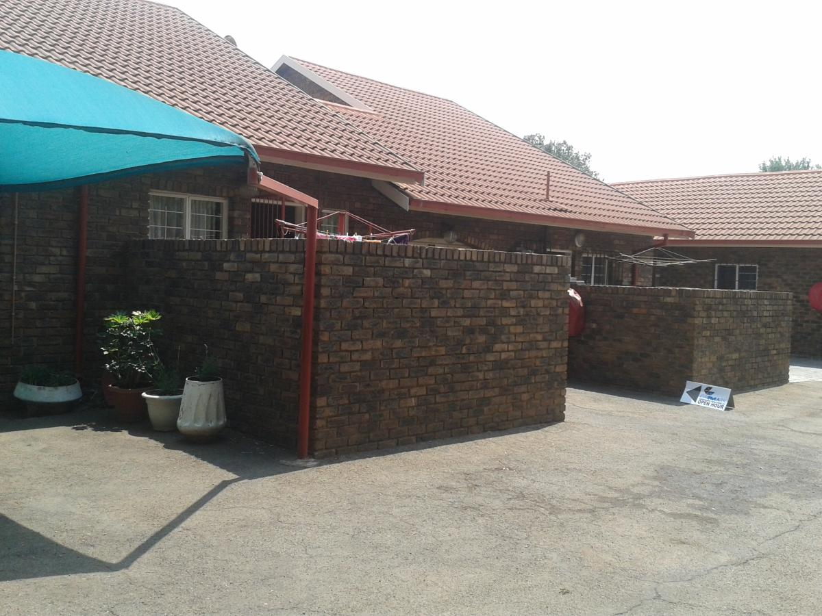 3 Bedroom townhouse for sale in Birchleigh North