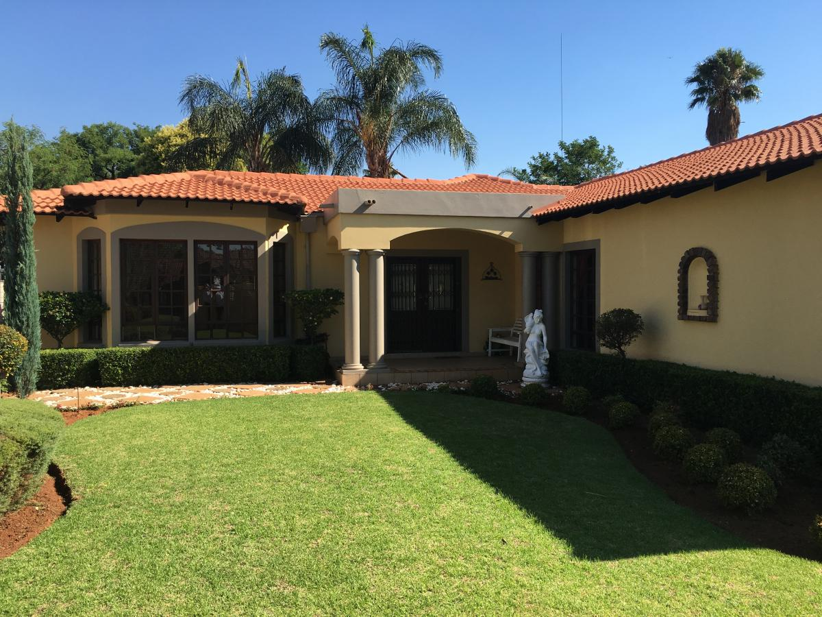 3 Bedroom house for sale in Garsfontein