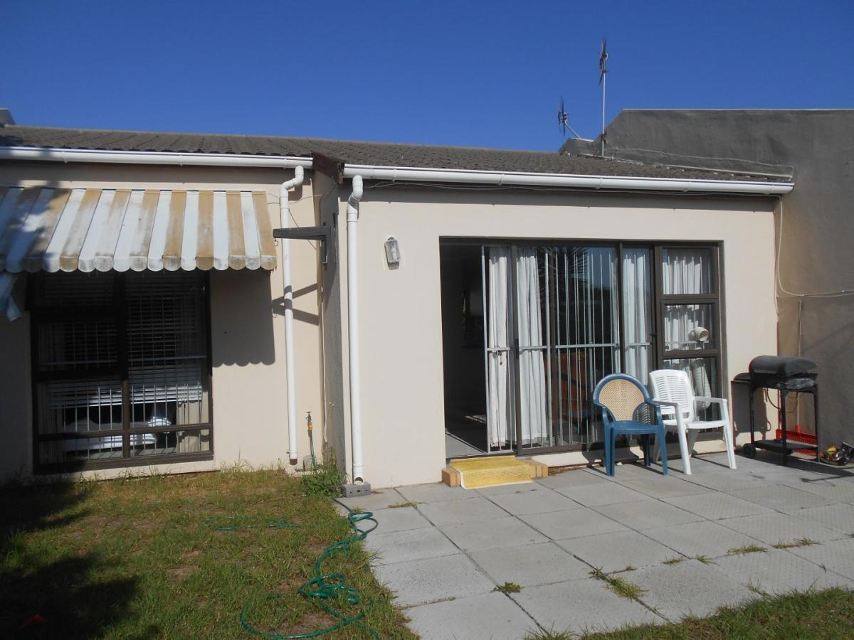 2 Bedroom townhouse - sectional for sale in Table View