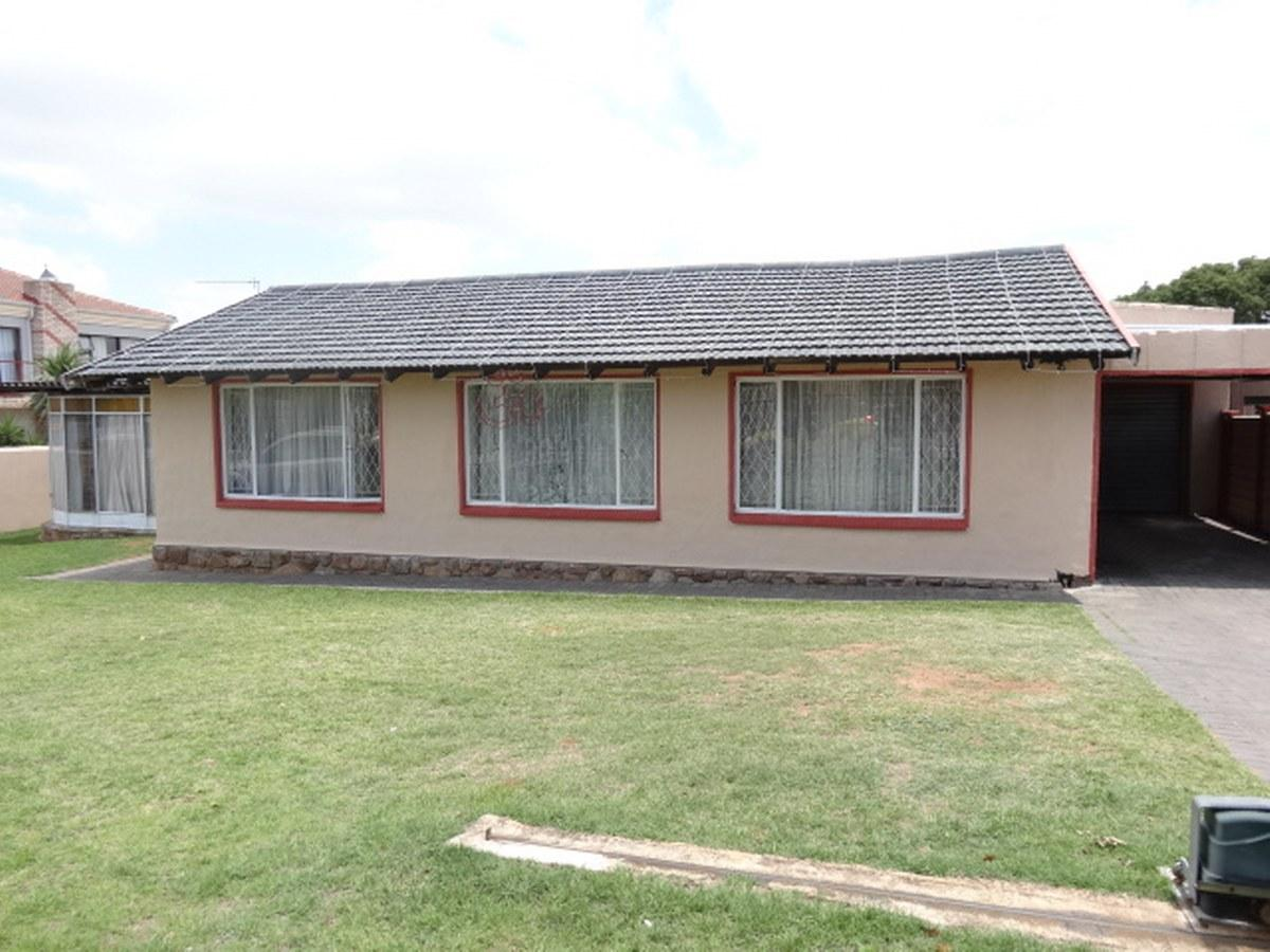 3 Bedroom house for sale in Mondeor