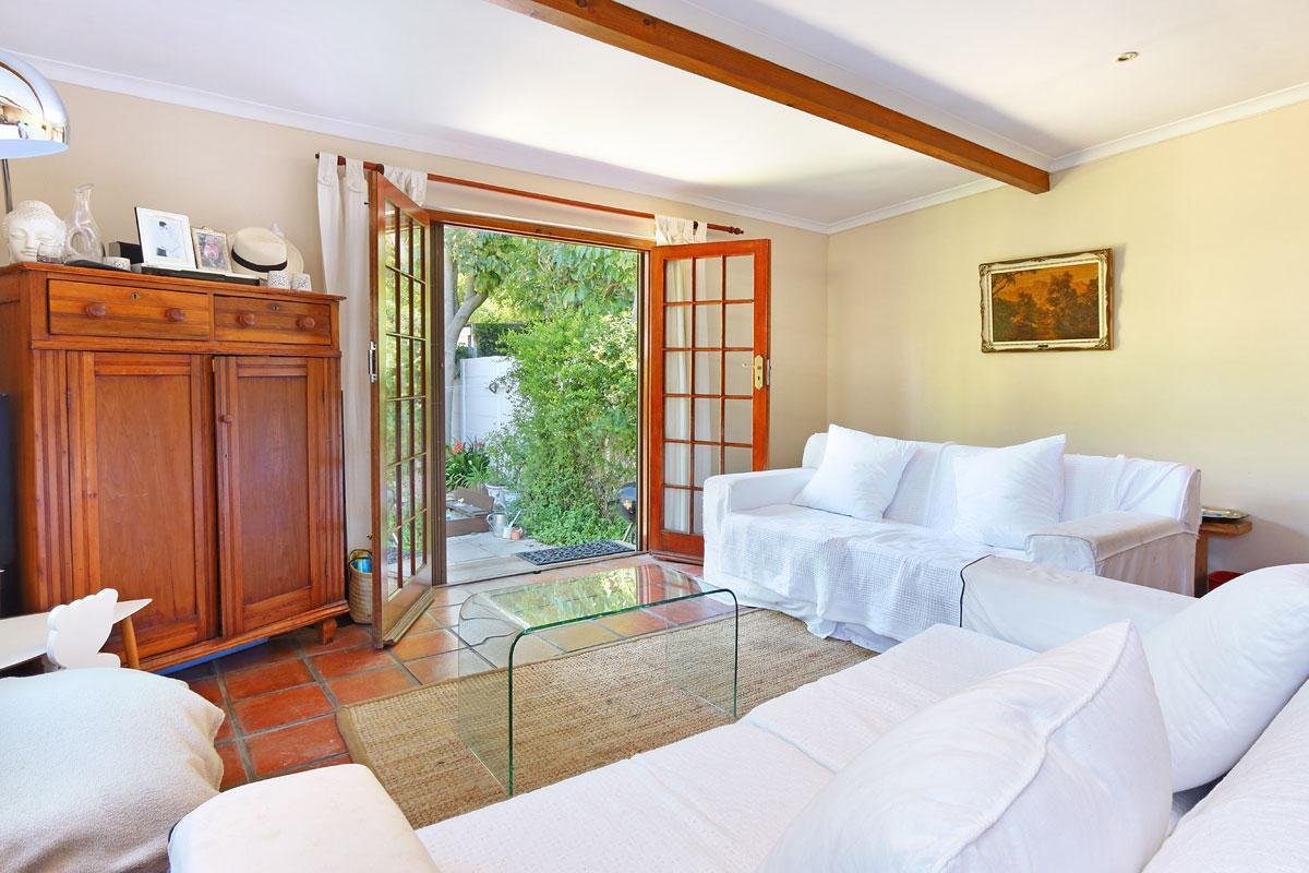 2 Bedroom house for sale in Rondebosch