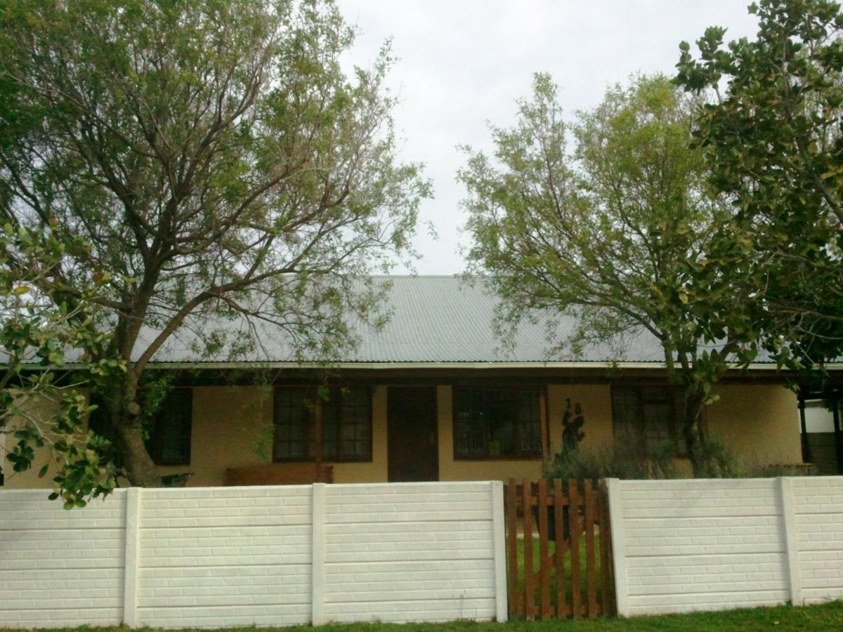 3 Bedroom house for sale in Sandbaai