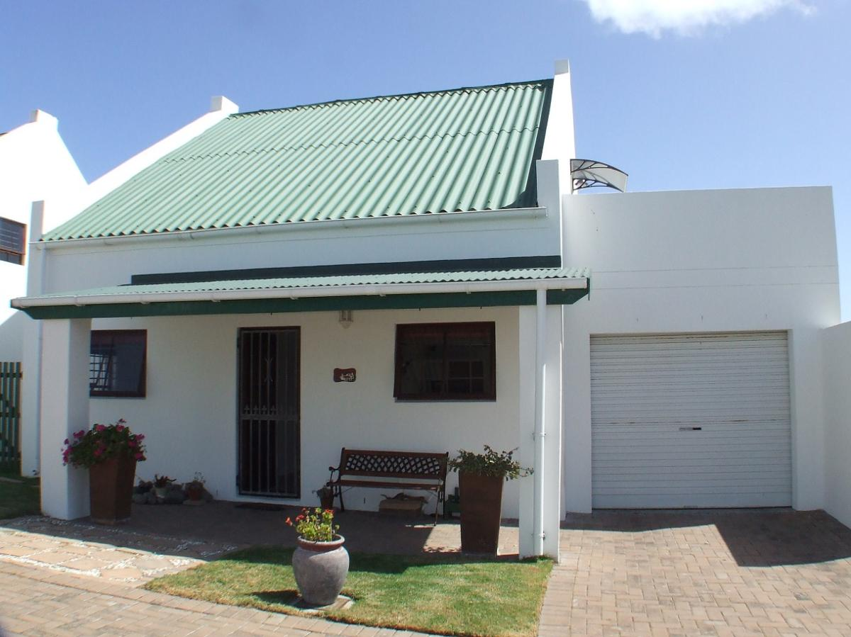 4 Bedroom townhouse for sale in Yzerfontein