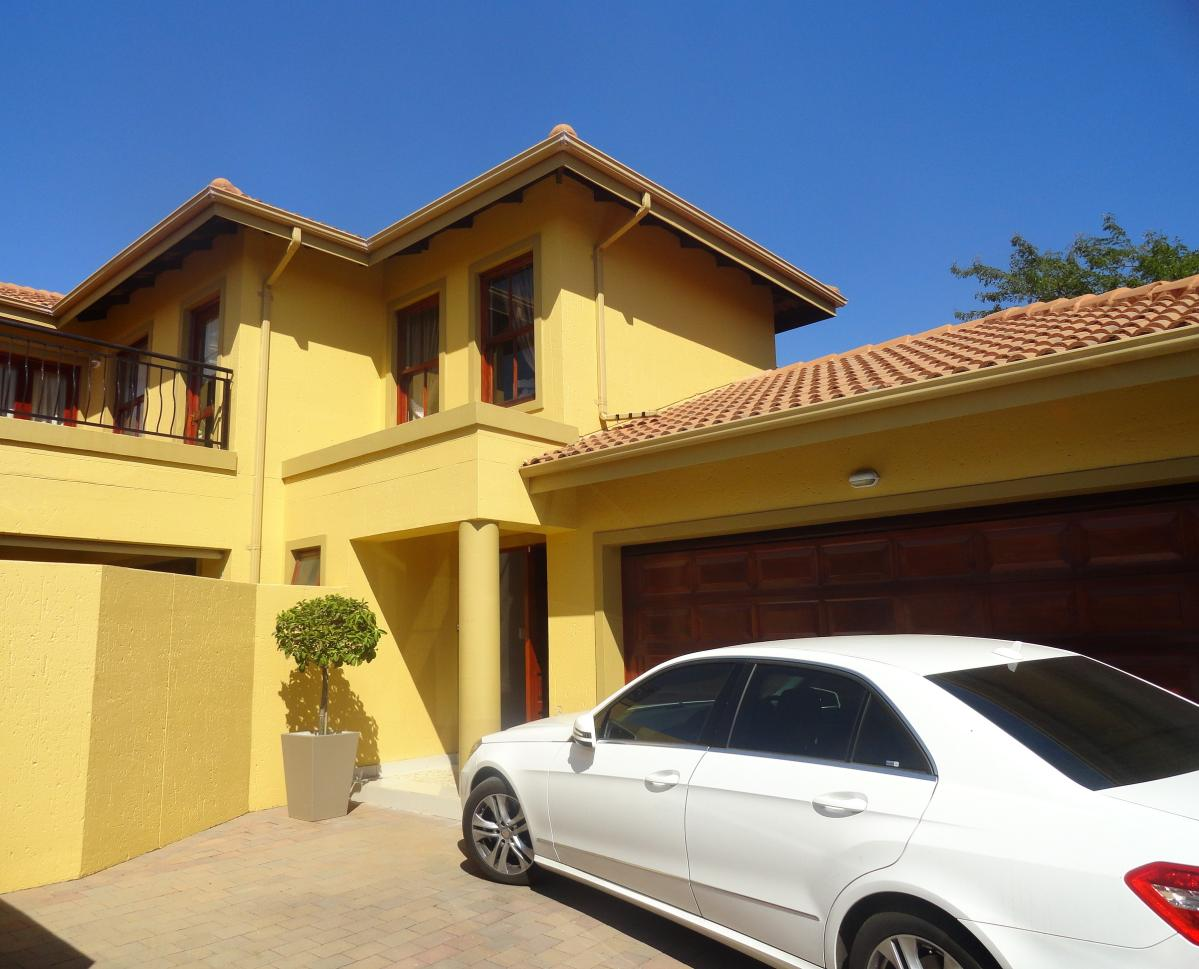 4 Bedroom cluster for sale in Fourways