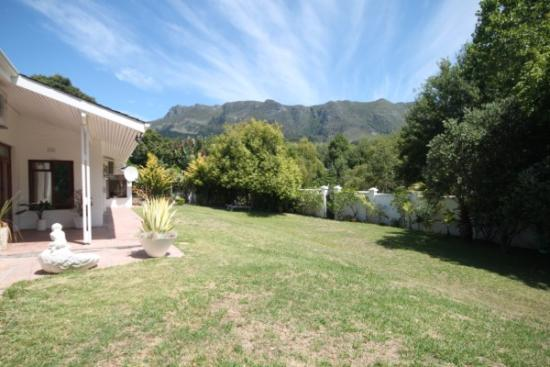 6 Bedroom house for sale in Constantia