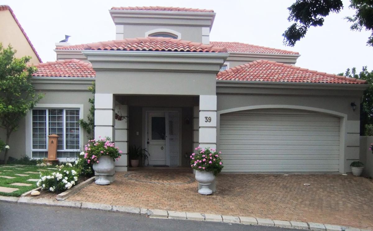 3 Bedroom townhouse for sale in Van Riebeeckshof