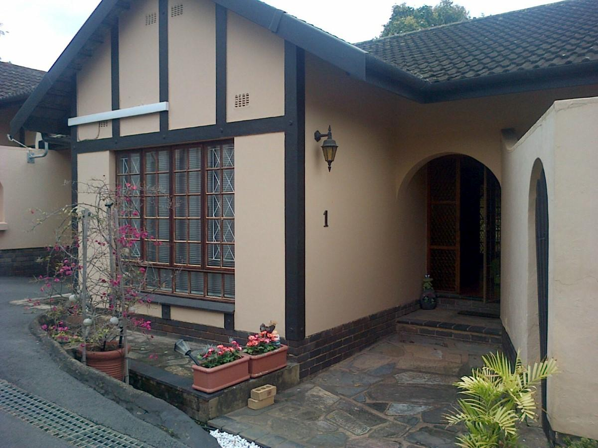 3 Bedroom townhouse - sectional for sale in Amanzimtoti