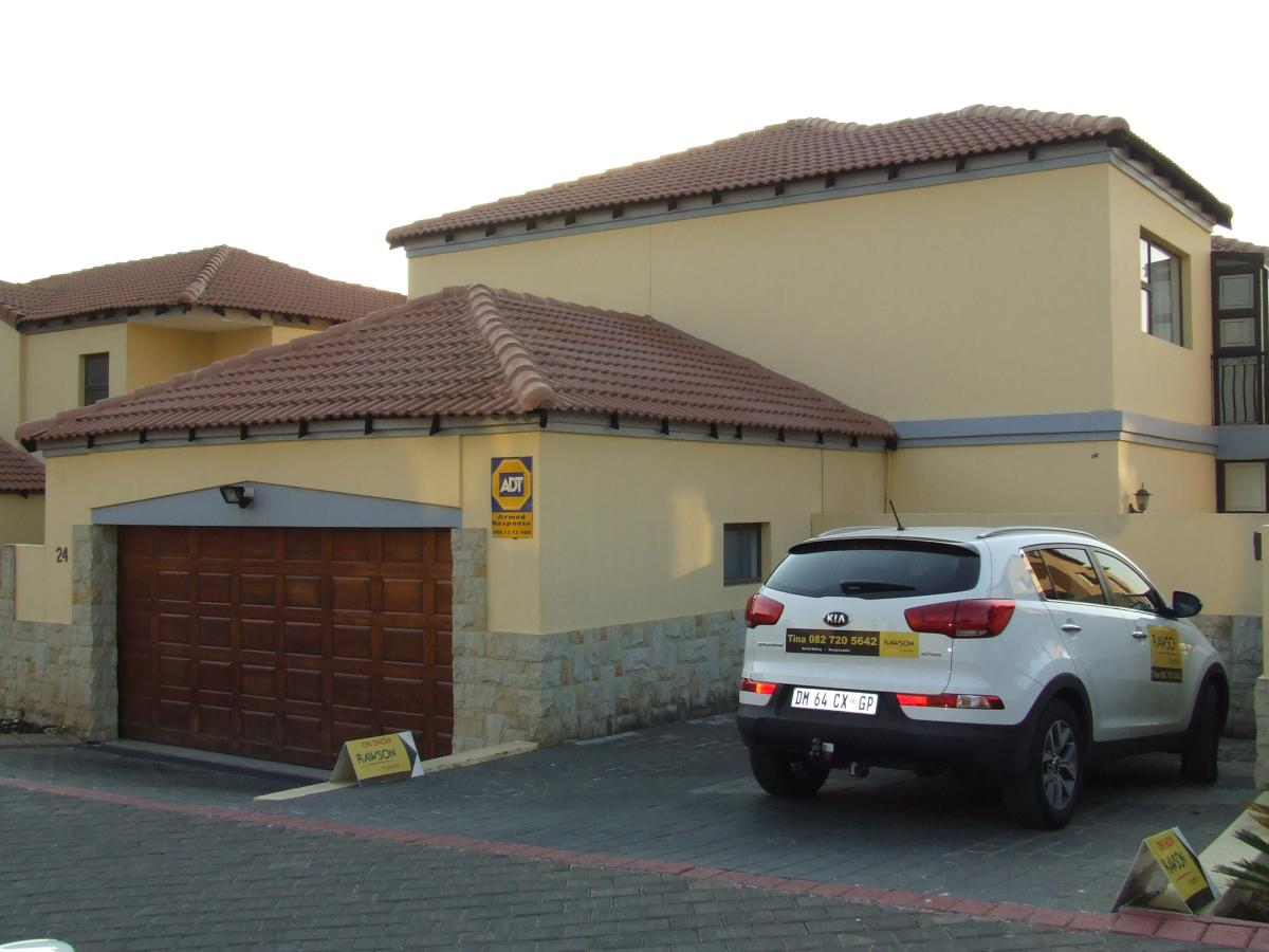 5 Bedroom cluster for sale in North Riding