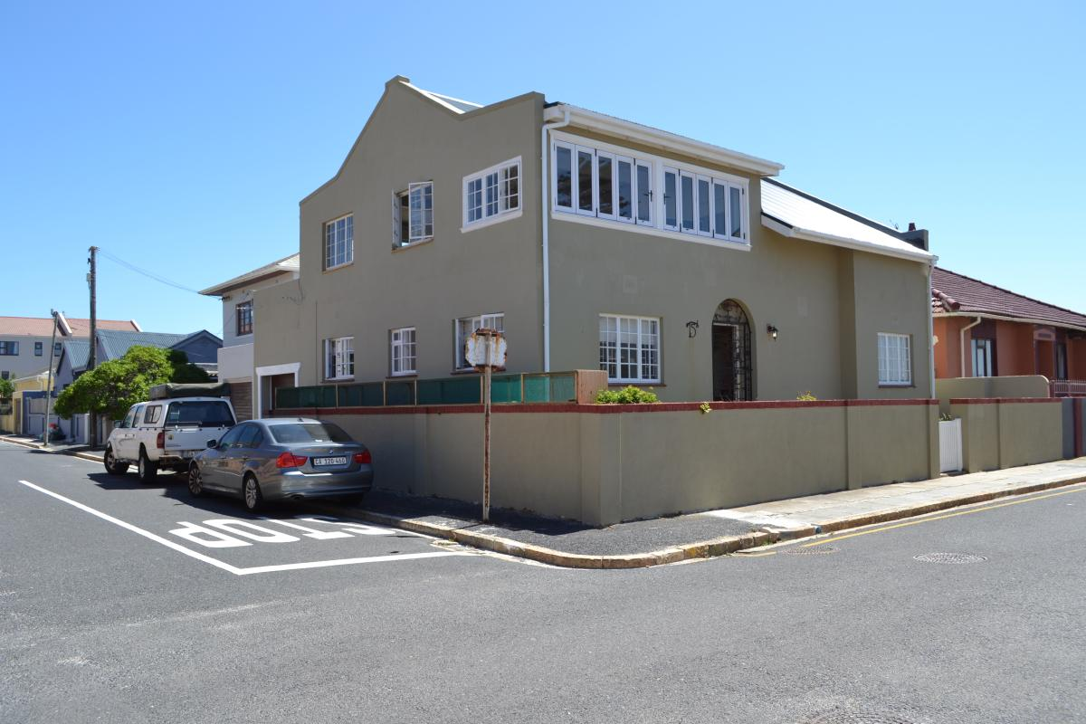 4 Bedroom house for sale in Muizenberg