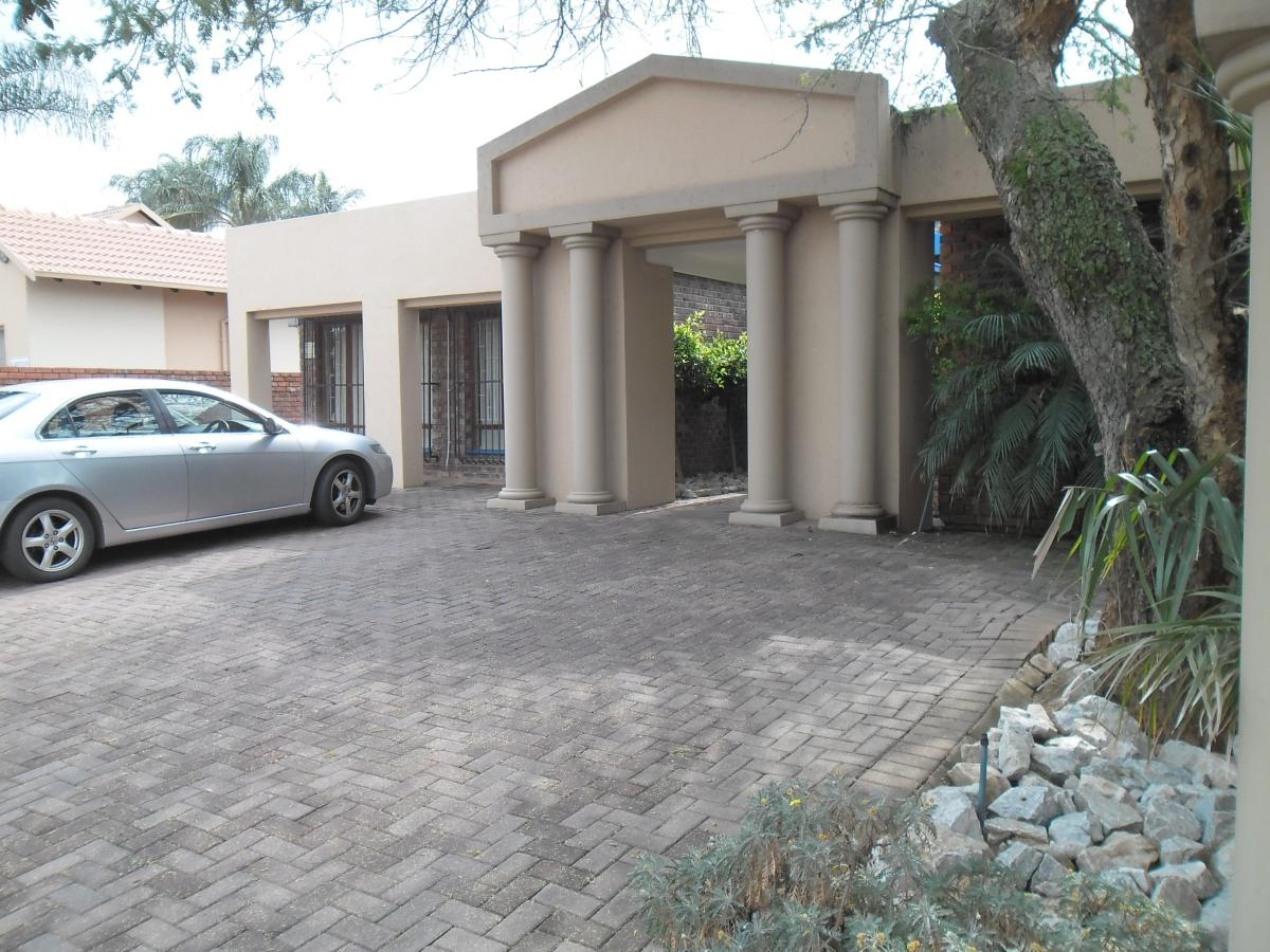 7 Bedroom house for sale in Garsfontein