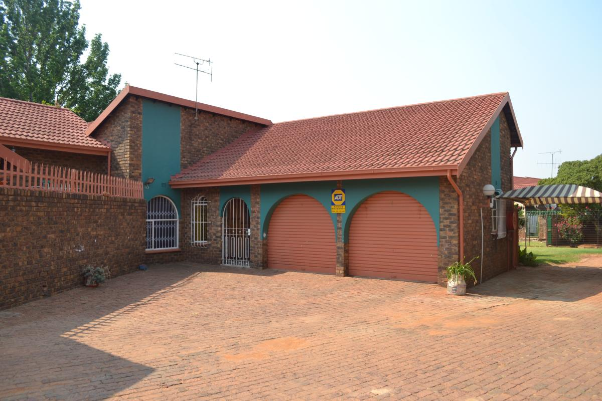 3 Bedroom townhouse - sectional for sale in Birchleigh North