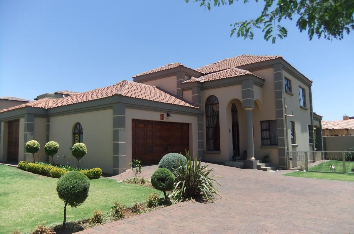 3 Bedroom townhouse for sale in Reyno Ridge Ext 4