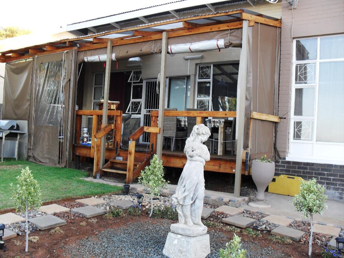3 Bedroom house for sale in Generaal De Wet