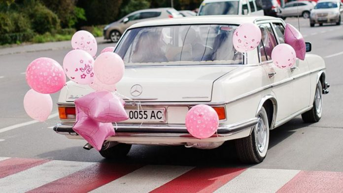 After canceling gender reveal over the coronavirus, couple surprised with drive-by parade