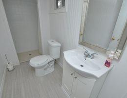 21_weblower_bathroom