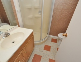 21lower_bathroom