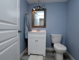 17lower_bathroom2