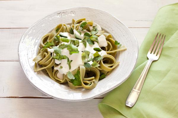 Low fat creamy Alfredo-style sauce, ready in five minutes! from Stephanie Weaver | Gluten-free, vegetarian, low-fat