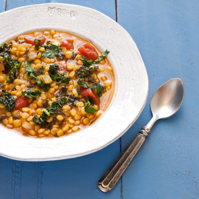 Spicy kale and split pea soup