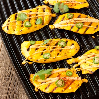 "Spicy grilled mango with cashew-lime ""crema"""