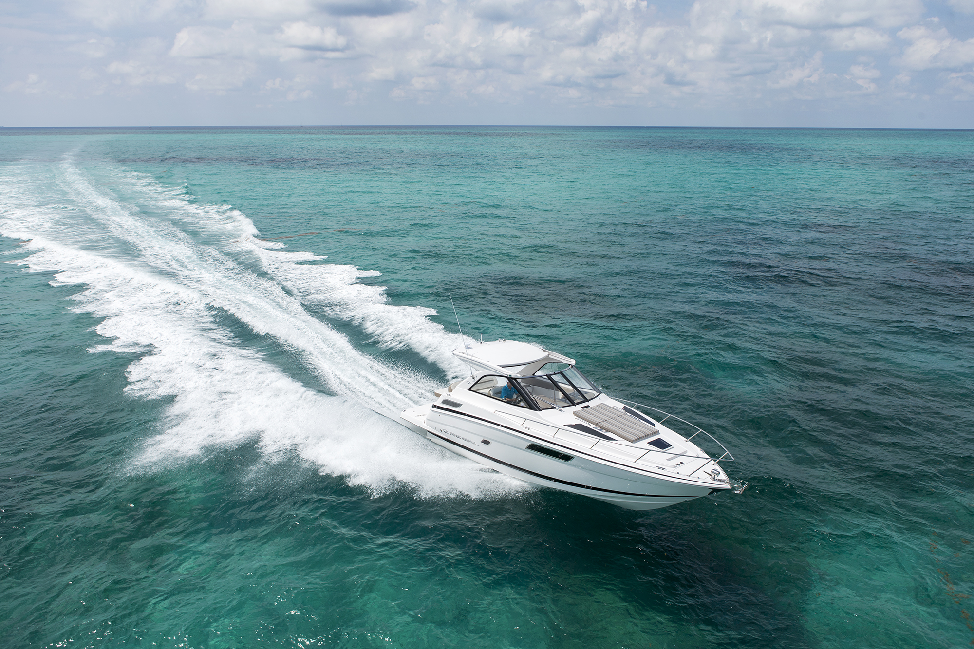 35 Sport Coupe - Regal Boats Overview on
