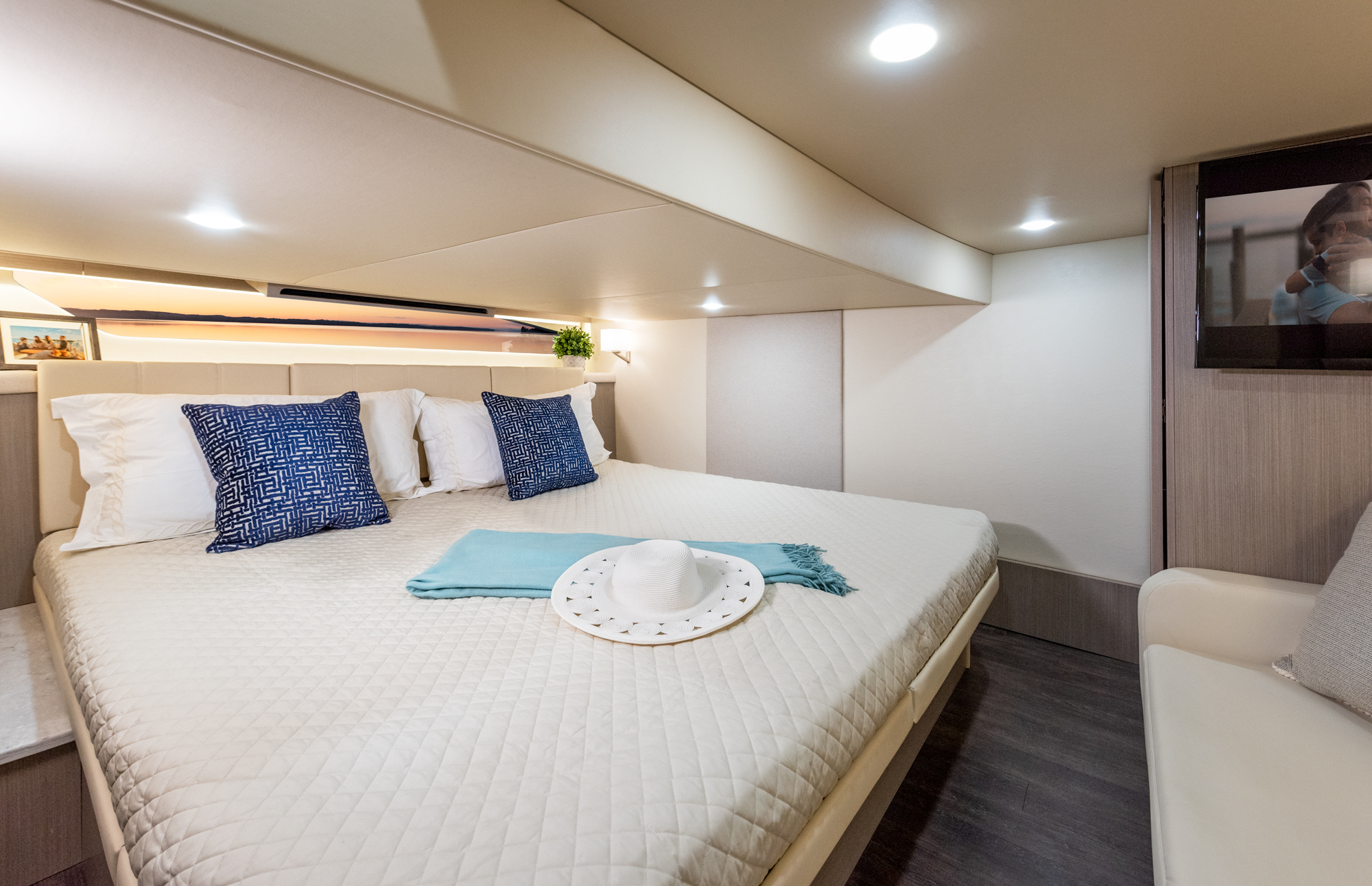 The Aft Cabin Area Features A King Size Bed That Easily Converts Into Two Twin Beds Regal Boats