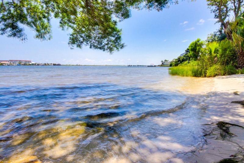 Boat rental fort walton beach florida located boat plans for Craft store destin fl