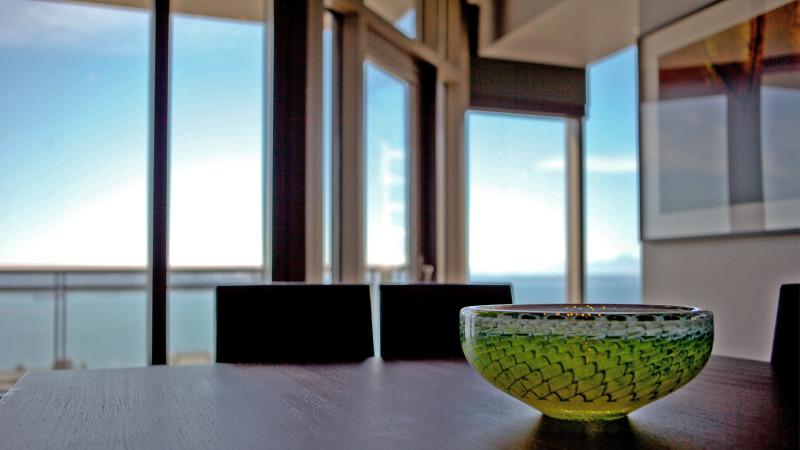 auber9_vase on table