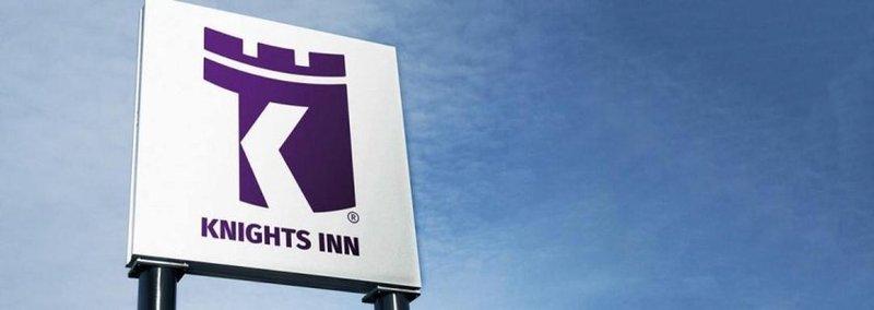 Knights_inn_hotel_stevens_point_sign_board_hotel