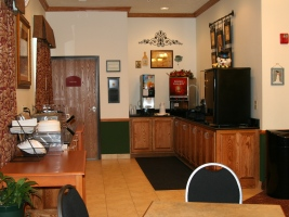 Copy_of_breakfast_room_img_4253_thumb