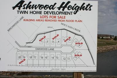 2802 OAKWOOD LN # 2726, Aberdeen, SD 57401 - Photo 1