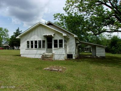 106 S HUBBARD ST, Bonifay, FL 32425 - Photo 2