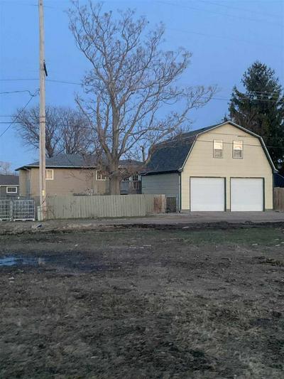 1621 LINCOLN AVE, Cozad, NE 69130 - Photo 2