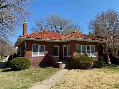 422 W 12TH ST, Hastings, NE 68901 - Photo 1