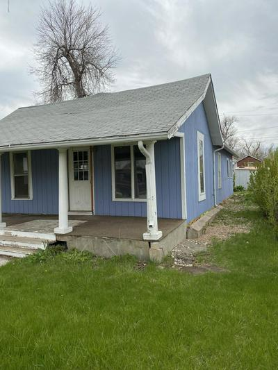 502 S OSBORNE AVE, Gillette, WY 82716 - Photo 2