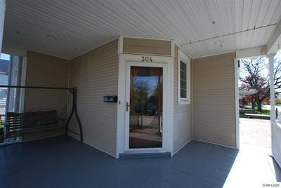 304 2ND AVE SE, Dyersville, IA 52040 - Photo 2
