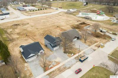 410 5TH AVE SE, Independence, IA 50644 - Photo 2