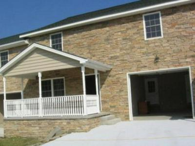632 CLUBHOUSE DR, Prestonsburg, KY 41653 - Photo 2