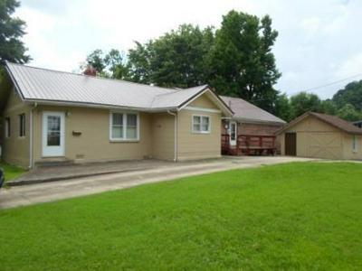 745 N LAKE DR, Prestonsburg, KY 41653 - Photo 1