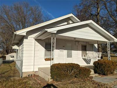305 W HICKLAND ST, Princeton, MO 64673 - Photo 1
