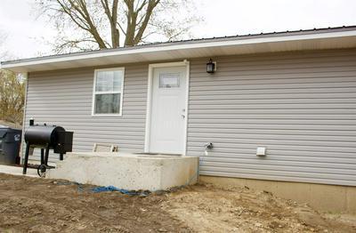 302 W PINE ST, Pierceton, IN 46562 - Photo 1