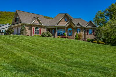 196 AUTUMN BROOK LN, Jacksboro, TN 37757 - Photo 2