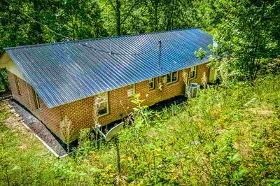 260 COLLINS ST, Sneedville, TN 37869 - Photo 2