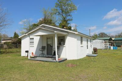 506 SLINGSBY ST, Elizabethtown, NC 28337 - Photo 2