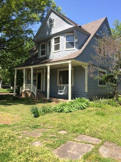 1731 MORGAN AVE, Parsons, KS 67357 - Photo 2