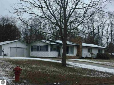 431 9TH ST, Frankfort, MI 49635 - Photo 2