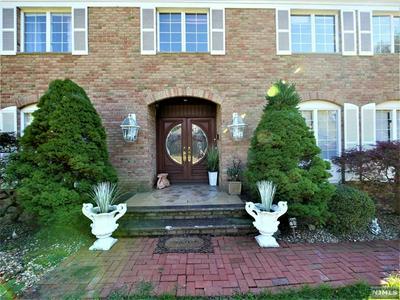 2 STRAWBERRY HILL CT, MONTVALE, NJ 07645 - Photo 2